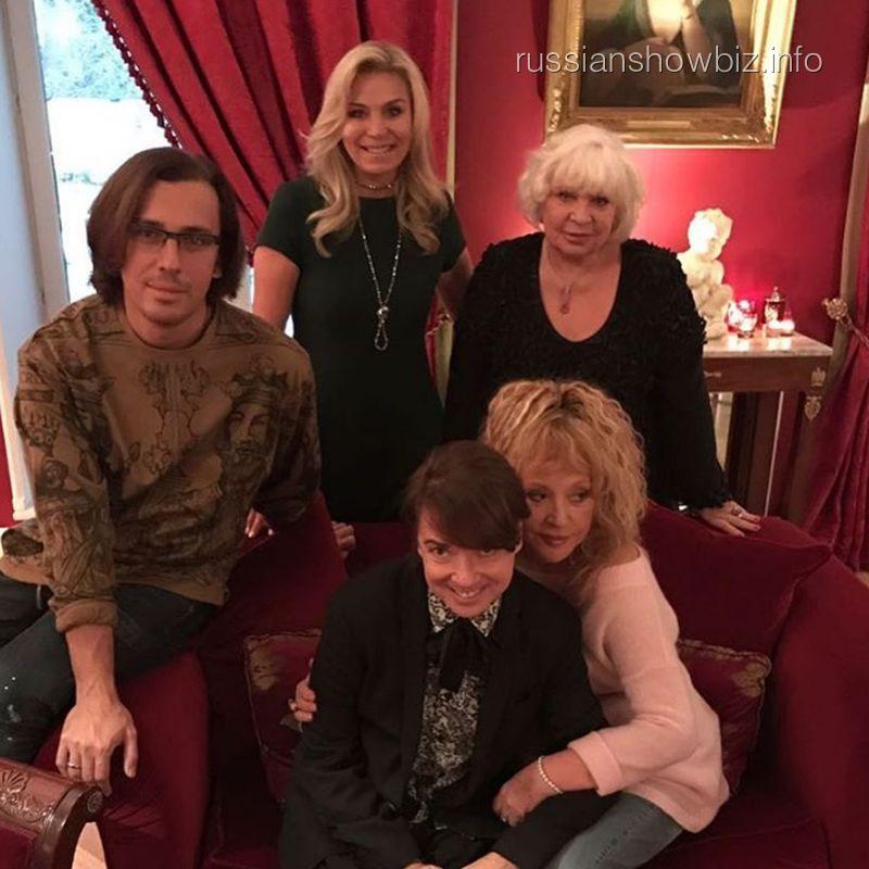 Валентин Юдашкин с женой и друзьями