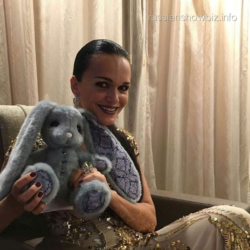 Певица Слава заинтересовала танцующего миллионера