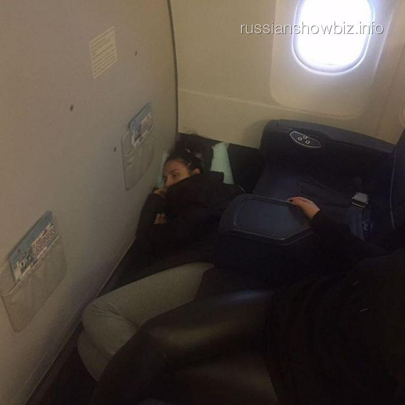 Елене Ваенге стало плохо в самолете