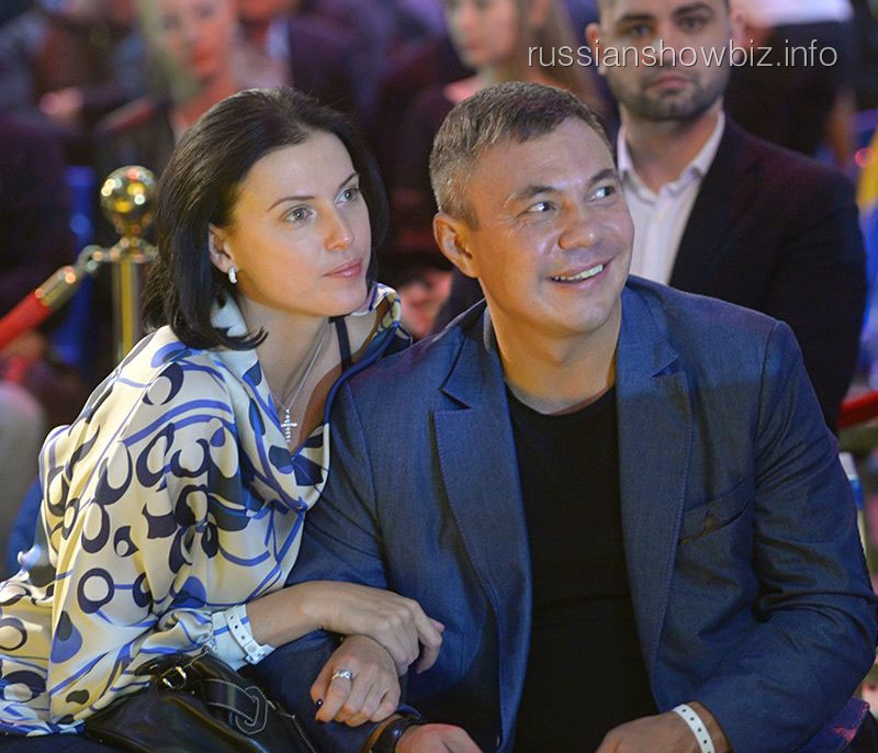Костя Цзю с женой