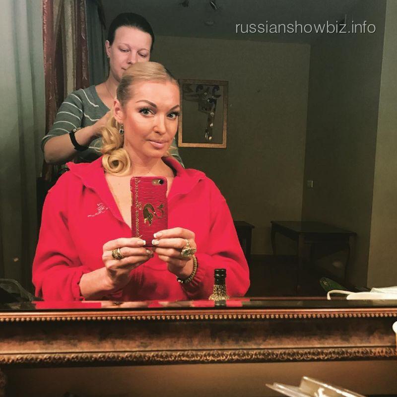 Анастасия Волочкова отыграла премьеру спектакля нетрезвой