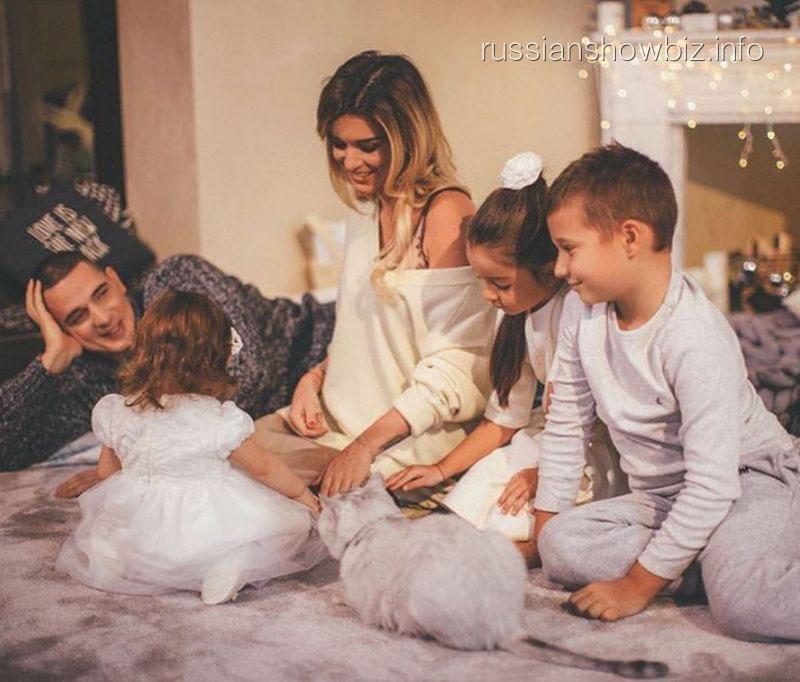 Ксения Бородина с мужем и детьми