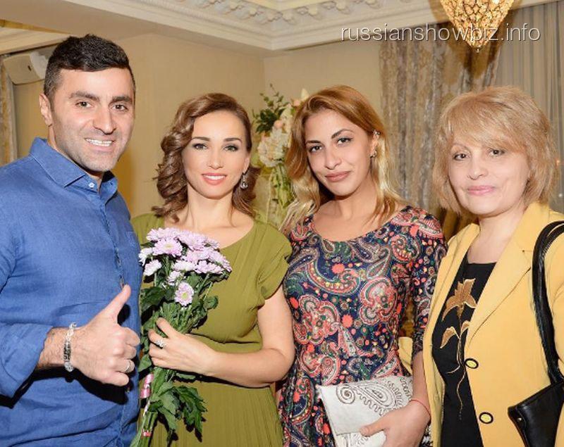 Анфиса Чехова с мужем и родственниками