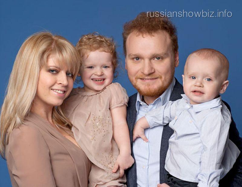 Сергей Сафронов с женой и детьми