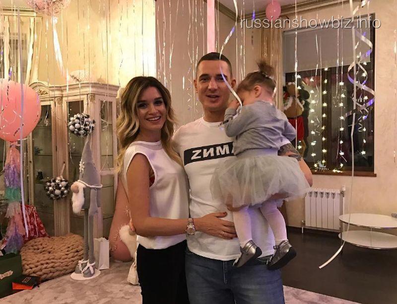 Ксения Бородина с мужем и дочерью