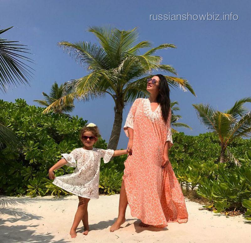 Жасмин с дочерью