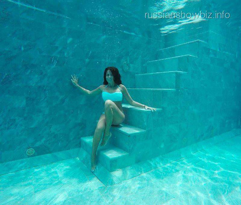 Настя Каменских устроила фотосессию под водой