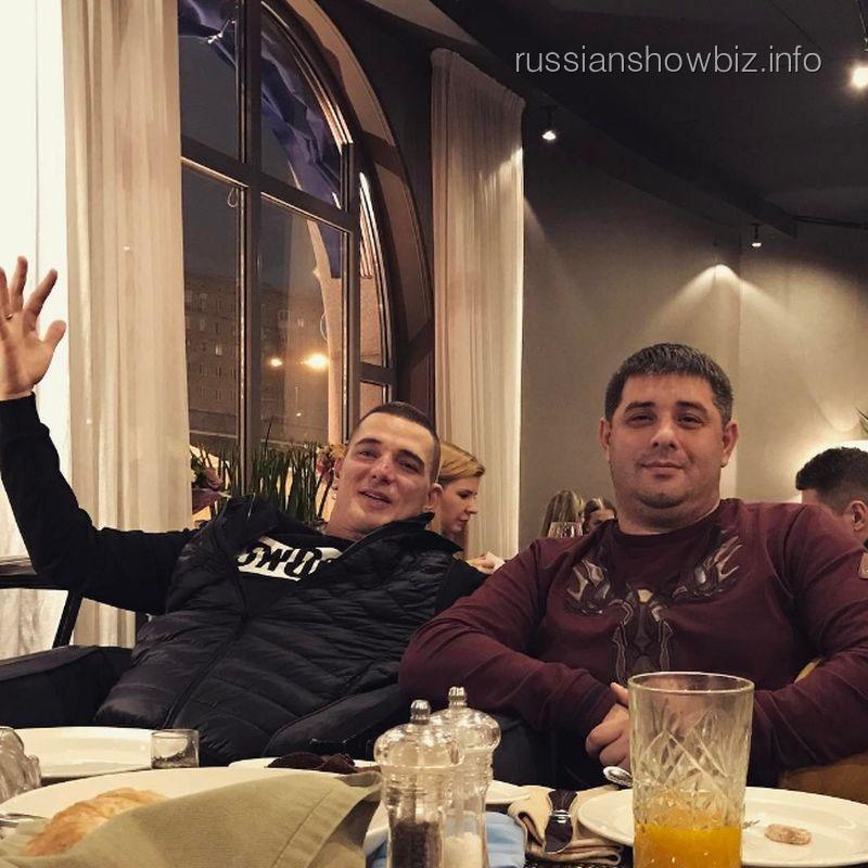 Курбан Омаров с другом