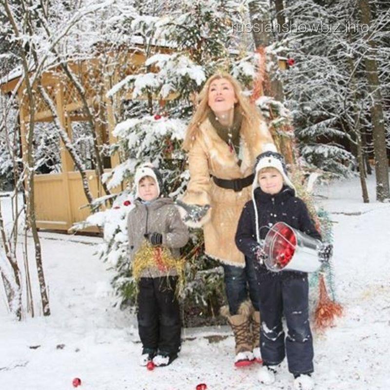 Мария Шукшина с сыновьями