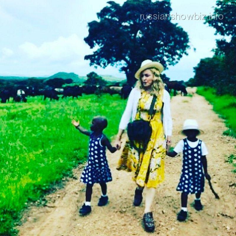 Мадонна с удочеренными девочками