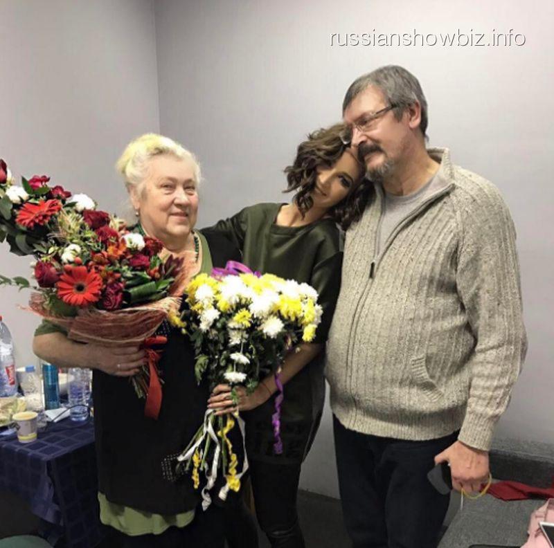 Ольга Бузова с бабушкой и отцом