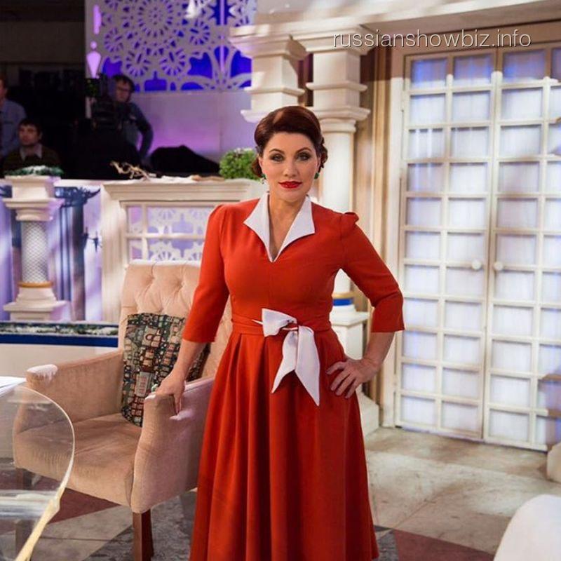 Анна Седокова иронично ответила Розе Сябитовой, назвавшей эстрадную певицу «вторсырьем»