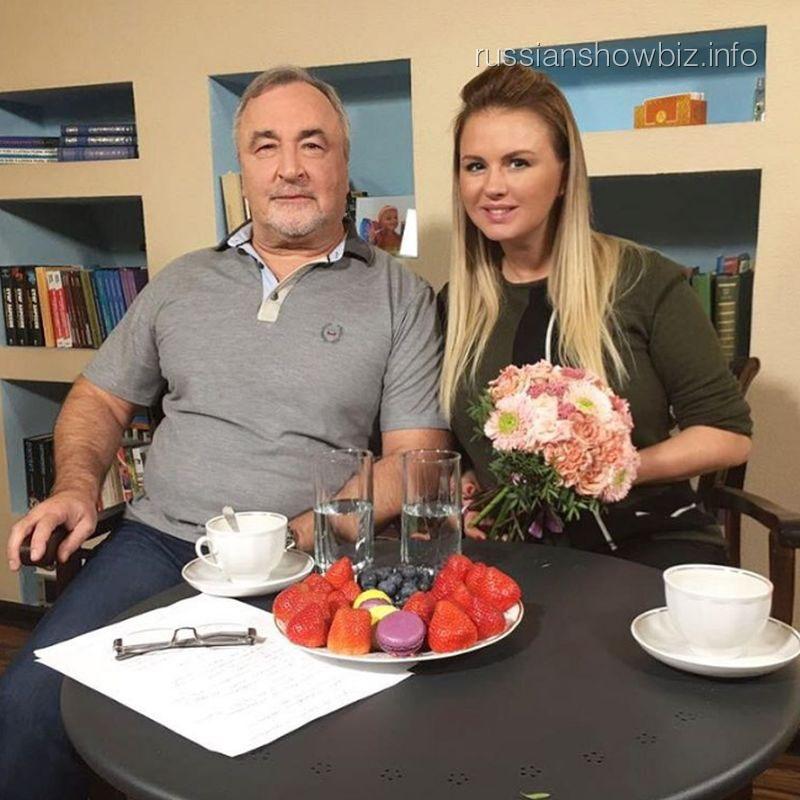 Анна Семенович с психологом