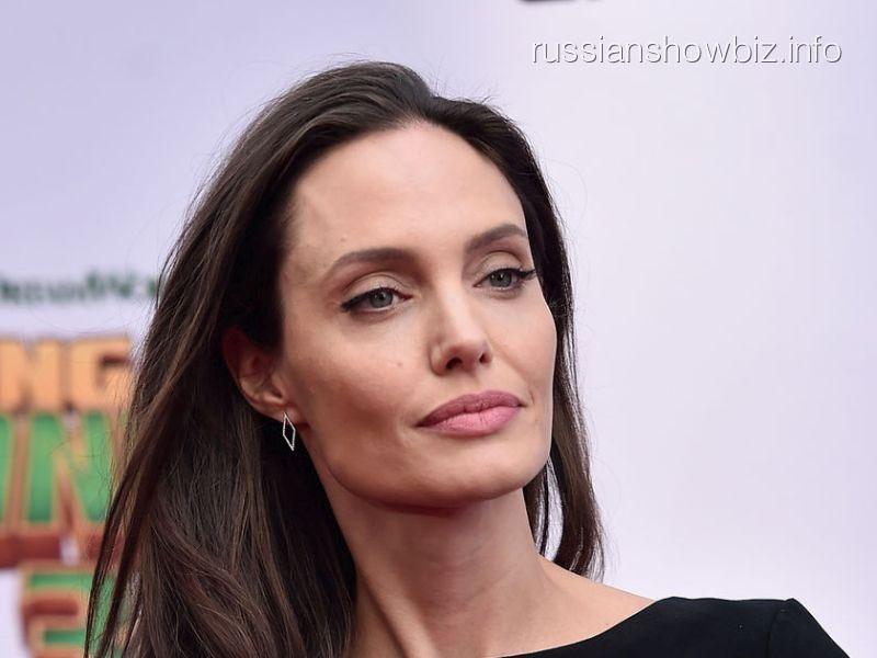 Анджелна Джоли