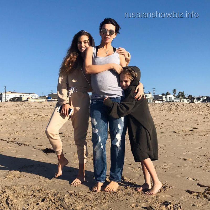 Анна Седокова с дочерьми
