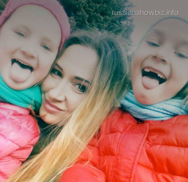 Ольга Денисова с дочерями