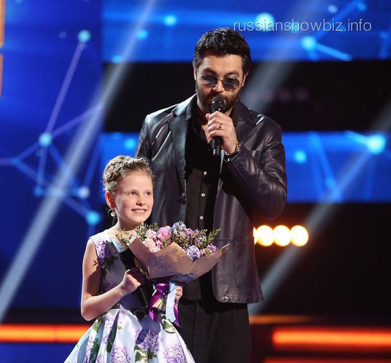 Алексей Чумаков с юной певицей