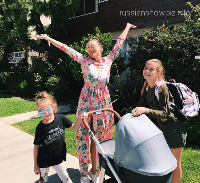 Анна Седокова с дочерями