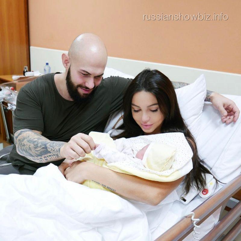Джиган с женой и дочерью