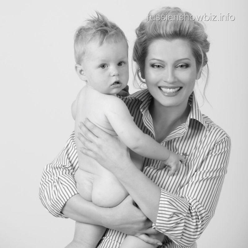 Лена Ленина с сыном