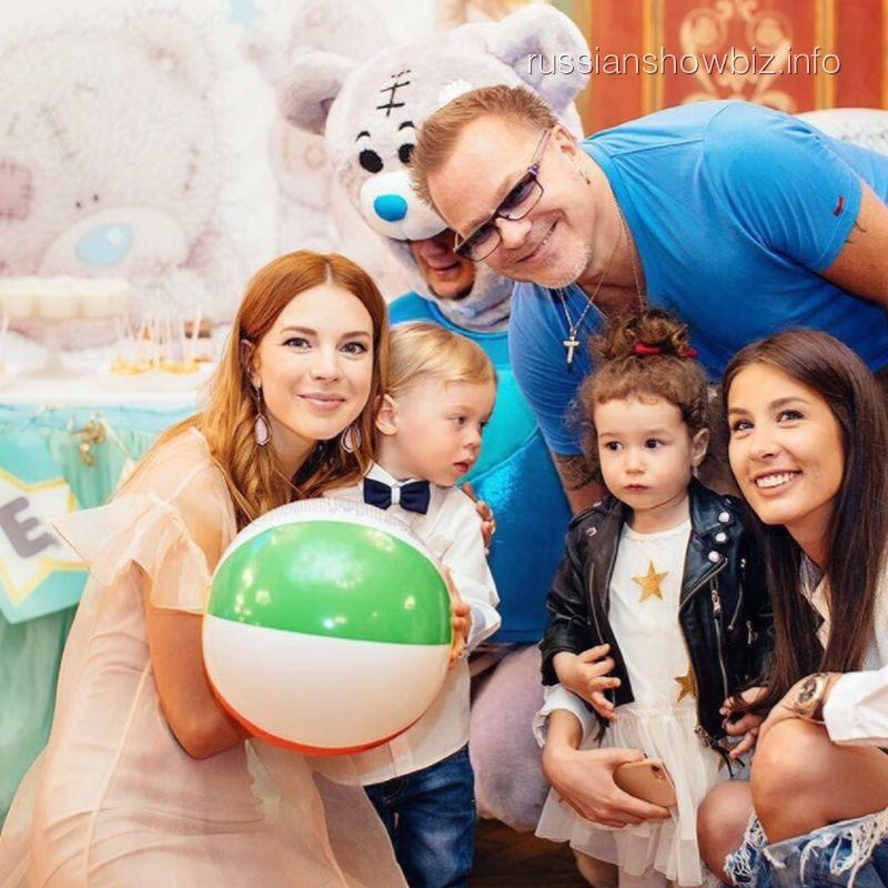 Владимир Пресняков,Наталья Подольская и Кети Топурия с детьми
