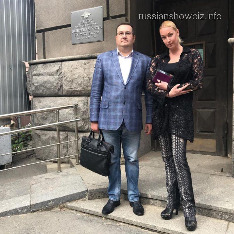Анастасия Волочкова с адвокатом