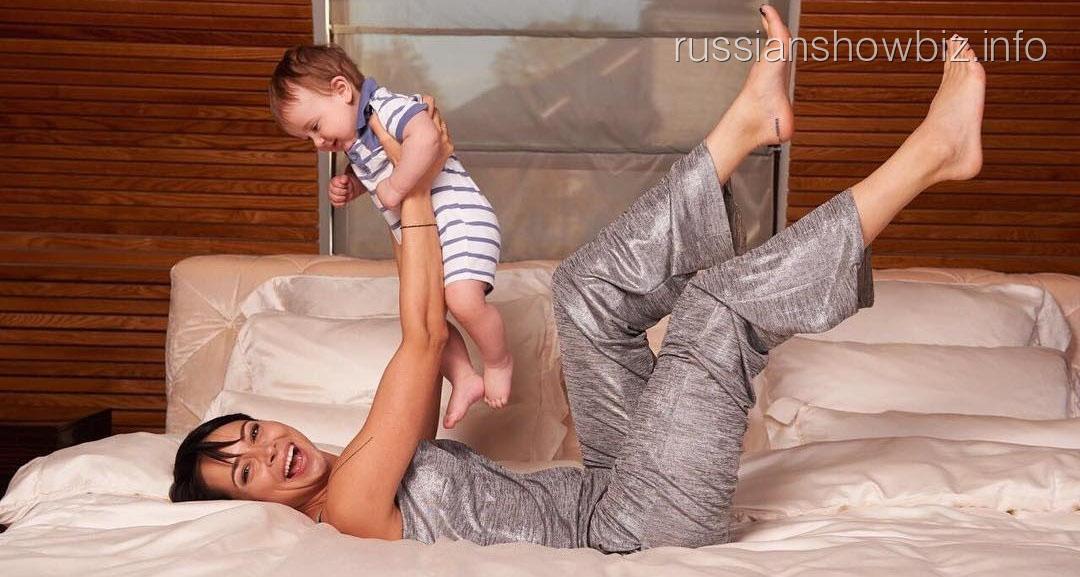 Настасья Самбурская показала сына, фанаты в шоке