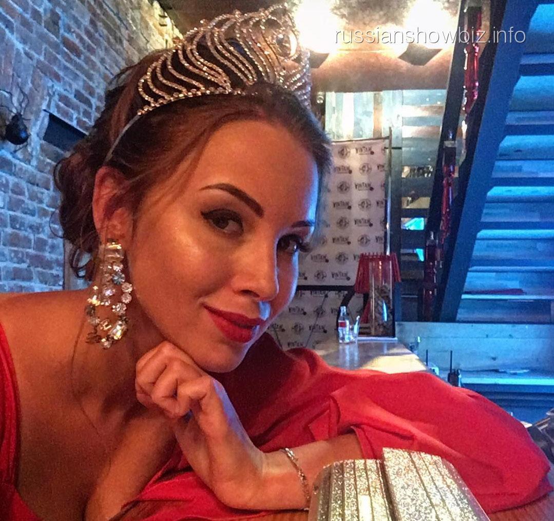 Полина Диброва похвасталась короной