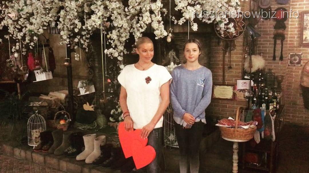Анастасия Волочкова показала танец с дочкой