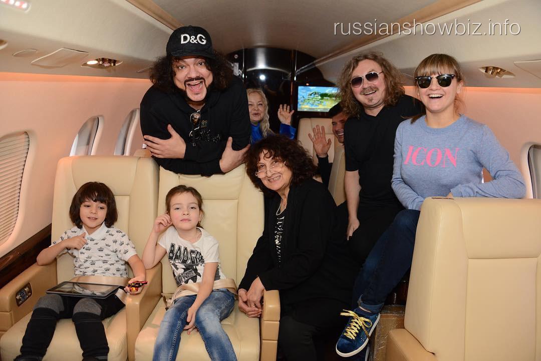 Филипп Киркоров с семьей и друзьями