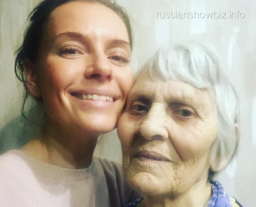Любовь Толкалина с бабушкой