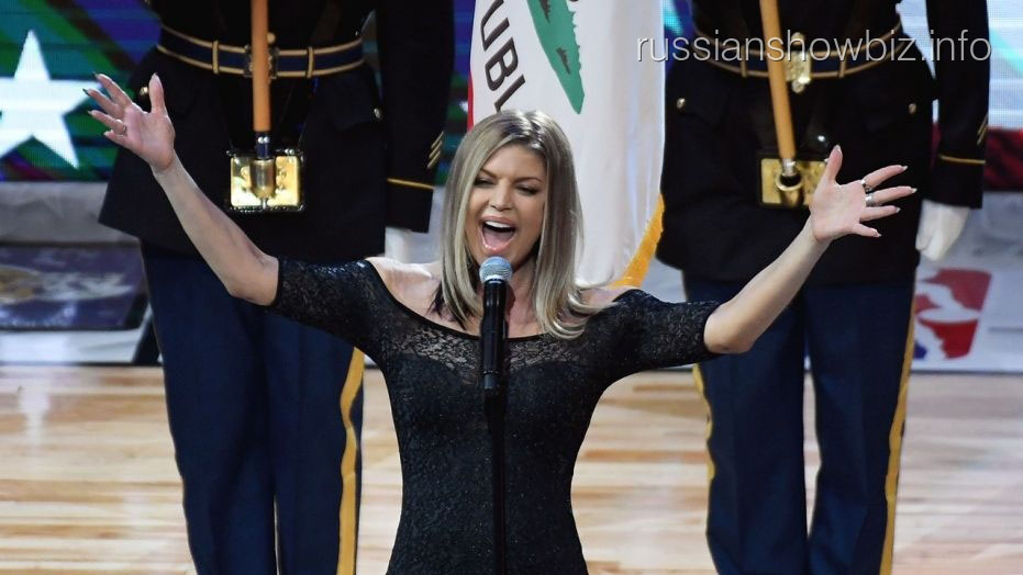 Ферги опозорилась при исполнении национального гимна