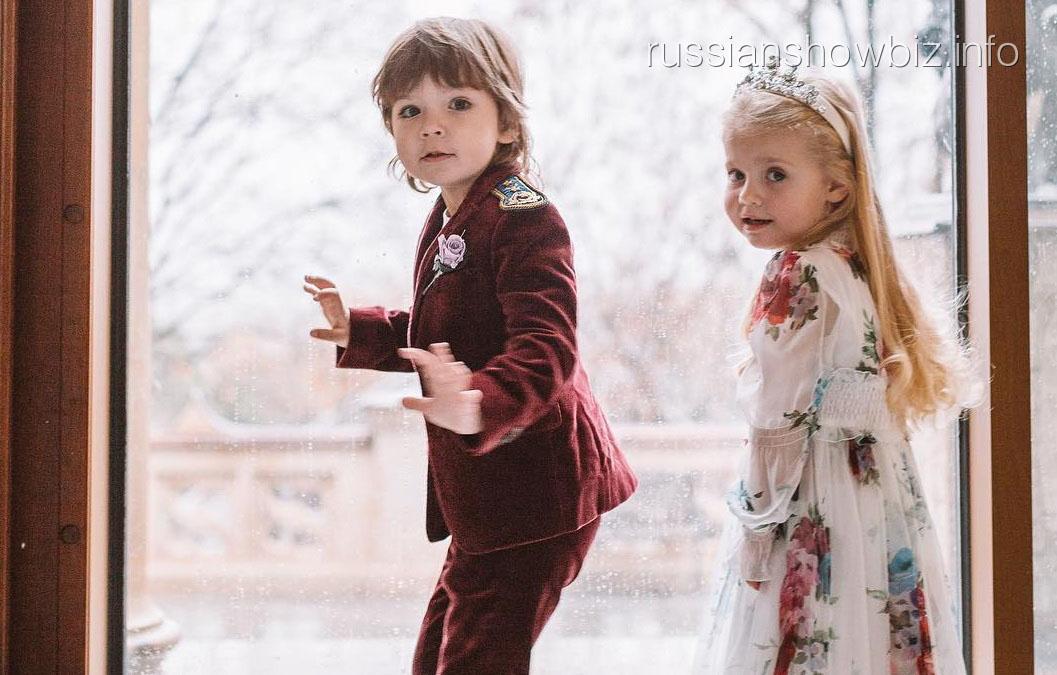 Максим Галкин со своими детьми - Елизаветой и Гарри