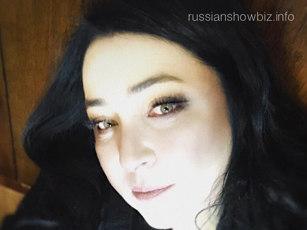 Лолита Милявская устроила жаркие танцы в аэропорту