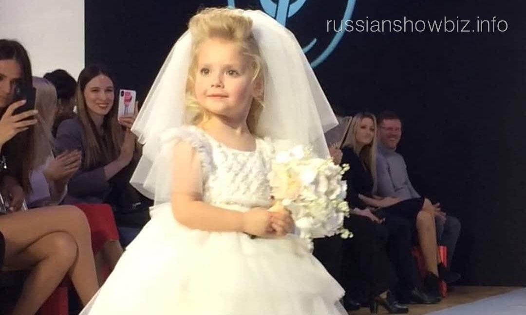 Дочь Галкина примерила свадебное платье