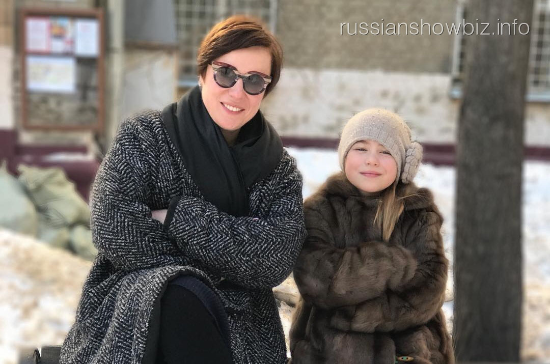 Тутта Ларсен с дочерью