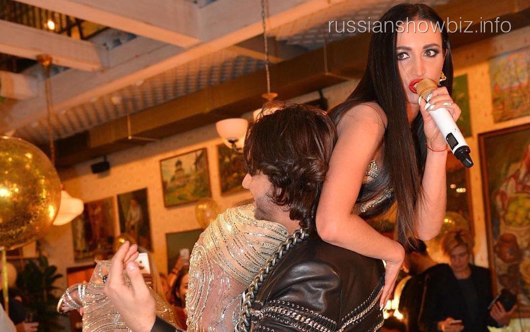 Бузова провела вечер на руках у Киркорова