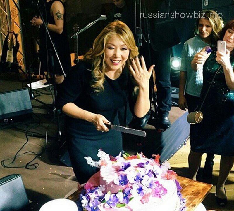 Анита Цой на банкете в честь дня рождения
