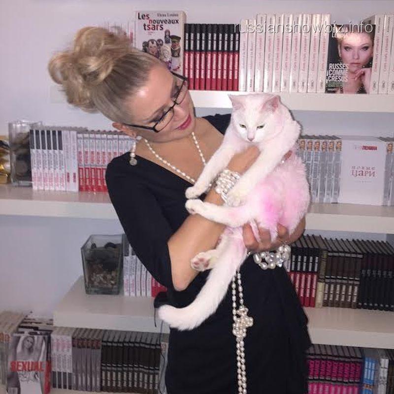 Лена Ленина с розовой кошкой
